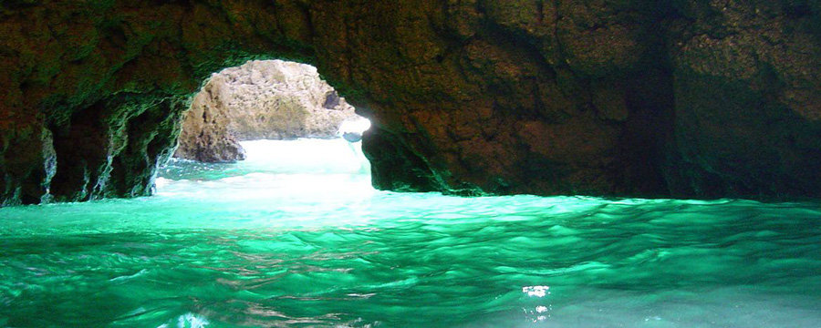 Green Cave Vis island